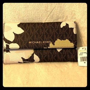 NWT Michael Kors Jet Set Wallet